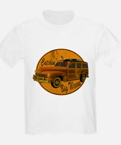Catch a Wave Woodie Surf Wago T-Shirt