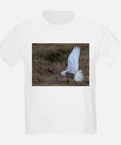 Snowy Owl flying T-Shirt