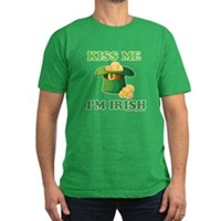 Kiss Me Im Irish Men's Fitted T-Shirt (dark)
