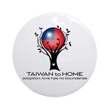 Taiwan to Home Ornament (Round)