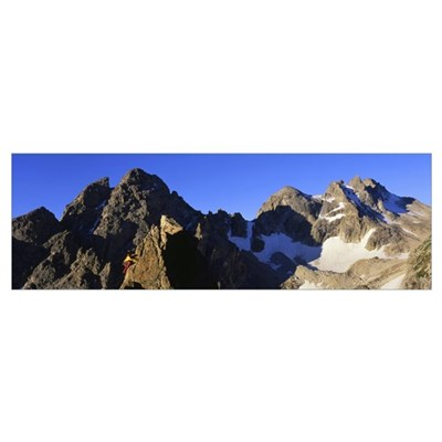 Side profile of a person mountain climbing, Grand Poster