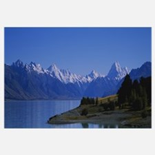 Lake in front of a mountain range, Lake Pukaki, Mt