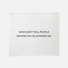 Guns don't kill people Throw Blanket