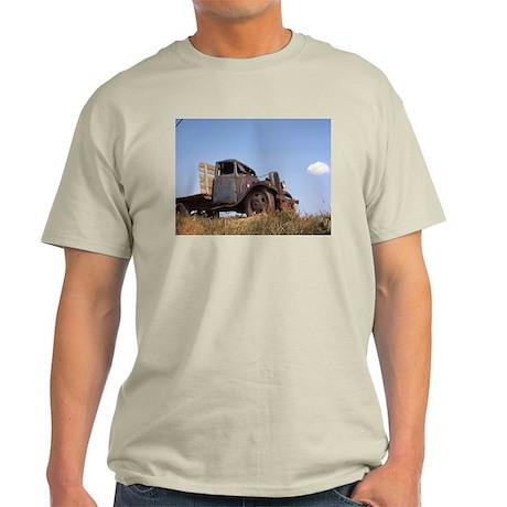 The Hamptons: Old Potatoe Farm Truck Light T-Shirt