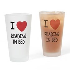 I heart reading in bed Drinking Glass