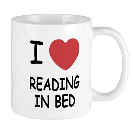 I heart reading in bed Mug