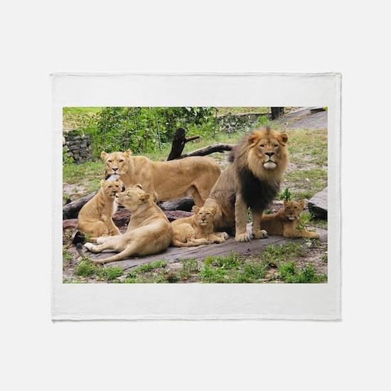LION FAMILY Throw Blanket