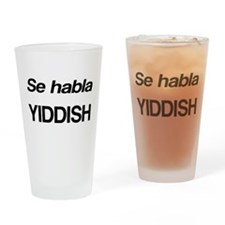 Se Habla Yiddish Drinking Glass