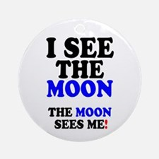 I SEE THE MOON! - Round Ornament