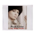 Pearl Lover Throw Blanket