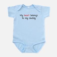 My heart belongs te my daddy Infant Bodysuit