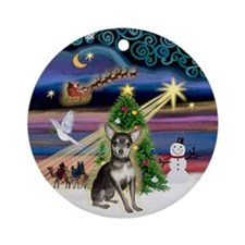 XmasMagic-Chihuahua (bl-cream) Ornament (Round)
