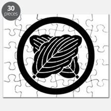 Intersecting oak leaves in circle Puzzle