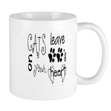 cat lave paws on your heart Mug