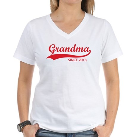 Grandma since 2013 Women's V-Neck T-Shirt