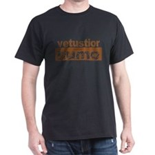 Older Than Dirt (Latin) Black T-Shirt