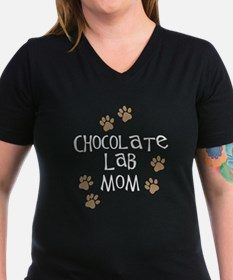 chocolate lab mom wh.png Shirt