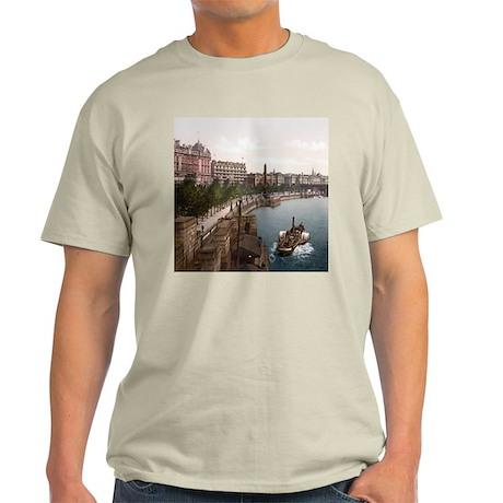 Vintage Thames River Light T-Shirt