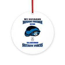 Husband Defends Ornament (Round)