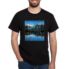 nepal mount everest art illustration T-Shirt