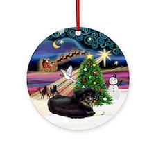 Xmas Star Tibetan Spaniel (Blk) Ornament (Round)
