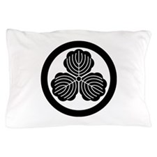 three oak leaves in circle Pillow Case