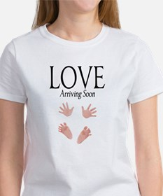 Love Arriving Soon Maternity Design 1 Tee