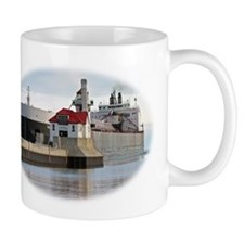 American Spirit arrives Duluth Mug