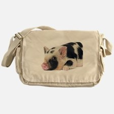 Micro pig chilling out Messenger Bag