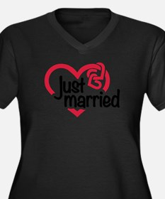 Just married heart Women's Plus Size V-Neck Dark T