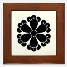 Six cloves Framed Tile