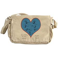 Handprints on your heart - 7 kids Messenger Bag
