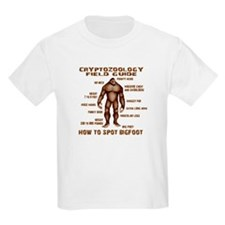 How to Spot Bigfoot - Field Guide T-Shirt