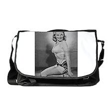 Yank pin up girl Messenger Bag