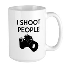 I shoot people - photography Mug