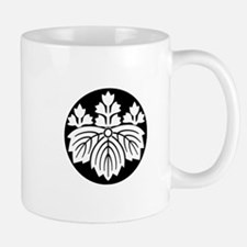 Pointed-leaf paulownia with 5-3 blooms Mug