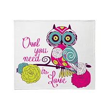 Owl you need is love Throw Blanket
