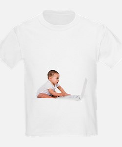Baby girl playing with a laptop - T-Shirt
