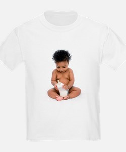 Baby girl with bottle of milk - T-Shirt