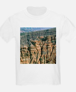 Bedded layers of rock in volcanic crater - T-Shirt