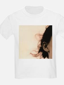 Woman's ear - T-Shirt