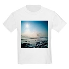 Helicopter landing on snow - T-Shirt