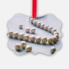 Pearl necklace - Ornament