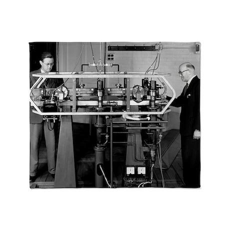 Caesium atomic clock, 1956 - Throw Blanket