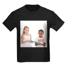 Learning dental hygiene - Kid's Dark T-Shirt