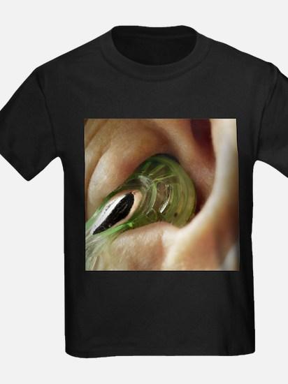Earphone in an ear - Kid's Dark T-Shirt