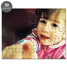 Girl playing - Puzzle