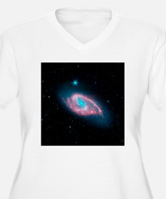 Spiral galaxy M66, infrared image - T-Shirt