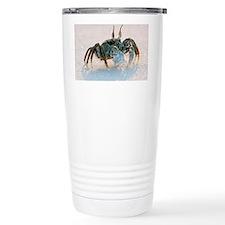 Ghost crab on sand - Travel Mug