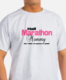 Half Marathon Mommy Peace Qui T-Shirt